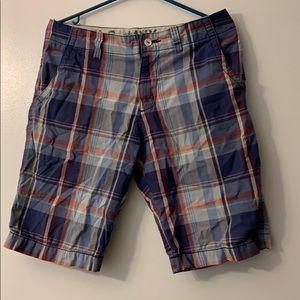 Old Navy size 28 men blue plaid shorts